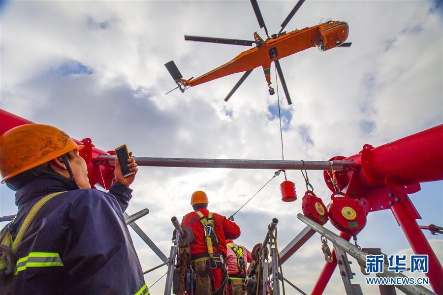 #(经济)(1)世界最高输电铁塔直升机跨海放索顺利完成