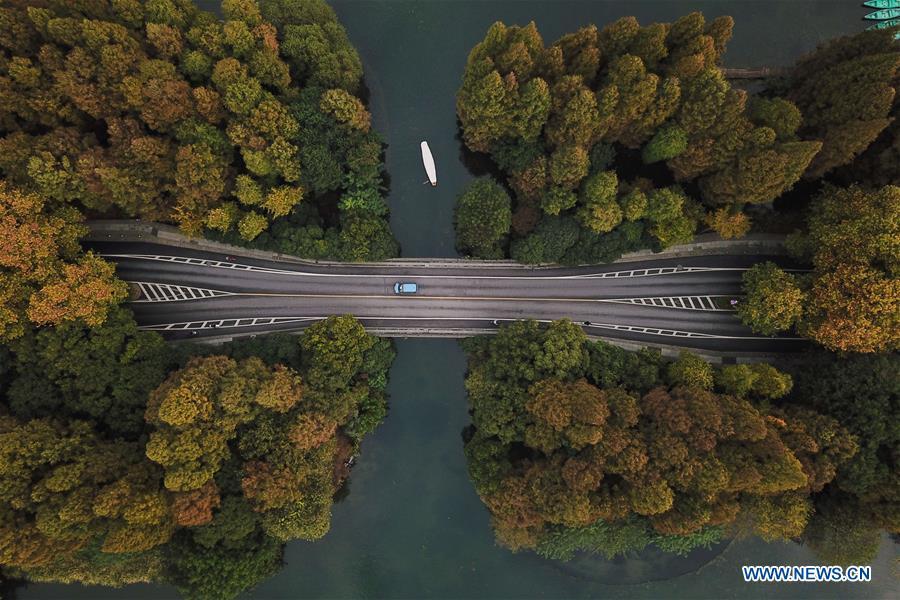 Winter scenery of West Lake in Hangzhou