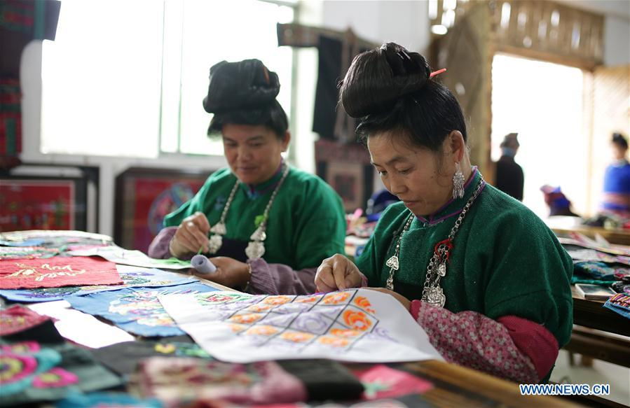 Making embroidery works helps increase locals' income in China's Guizhou