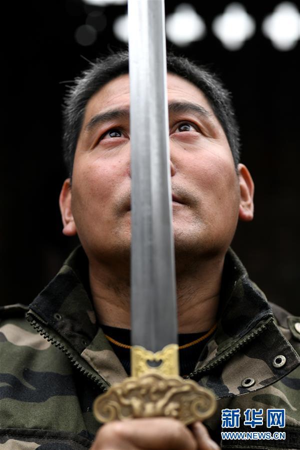 #(图片故事)(1)传统工艺剑锻造技艺的传承创新