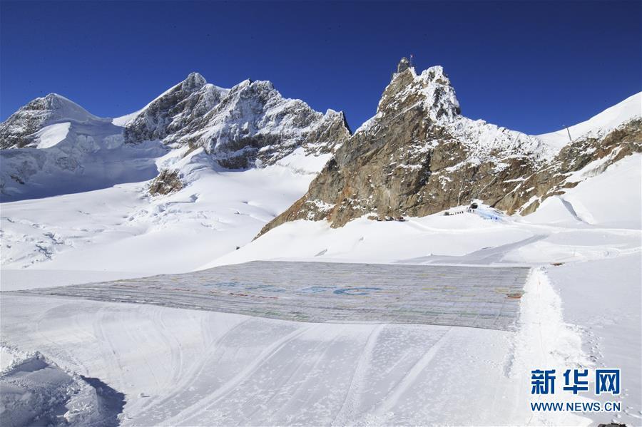 """(国际)(5)冰川上出现""""世界最大明信片"""""""