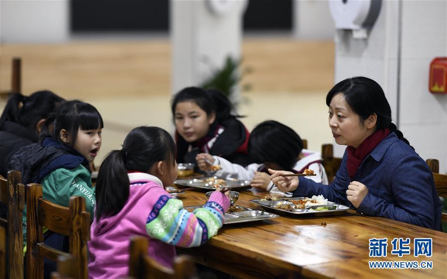 """(图片故事)(5)湘西大山深处:125个孩子一个""""家"""""""