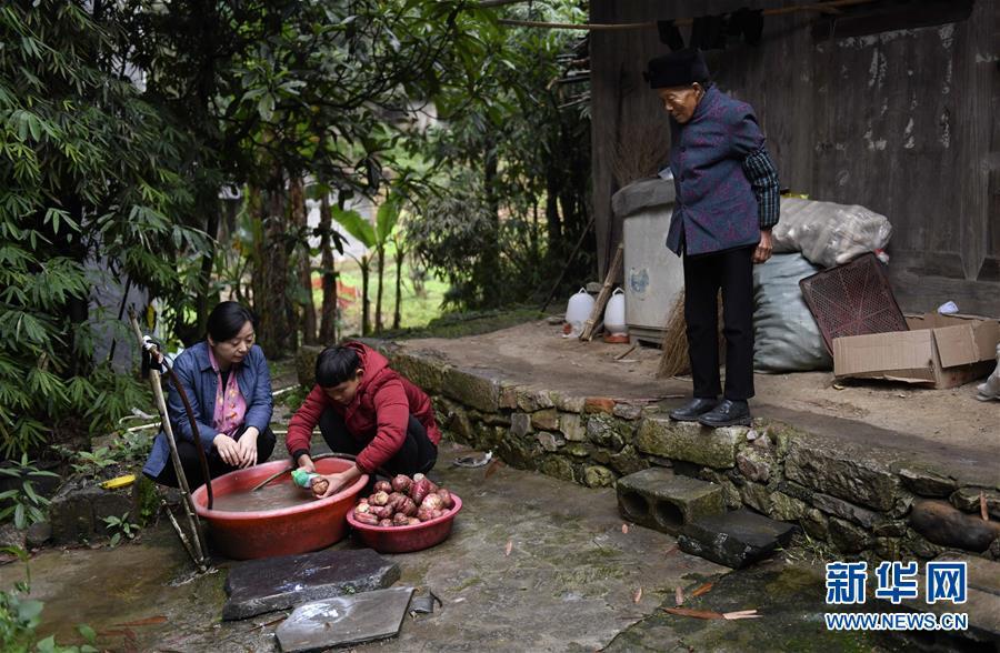 """(图片故事)(8)湘西大山深处:125个孩子一个""""家"""""""