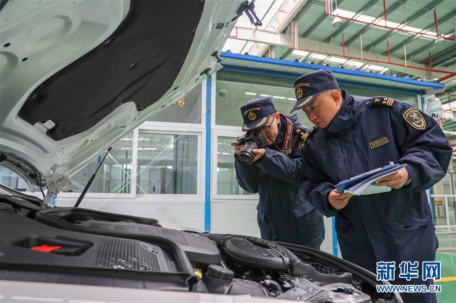 (经济)(1)首趟中欧班列商品车专用车运输国际班列在渝顺利通关
