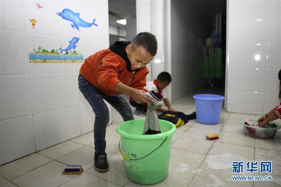 """(图片故事)(6)湘西大山深处:125个孩子一个""""家"""""""
