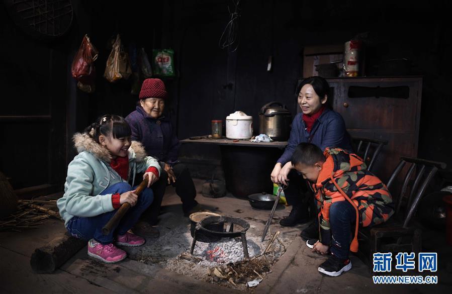 """(图片故事)(7)湘西大山深处:125个孩子一个""""家"""""""