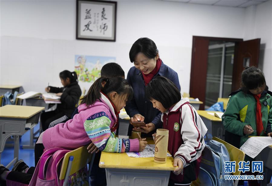"""(图片故事)(9)湘西大山深处:125个孩子一个""""家"""""""