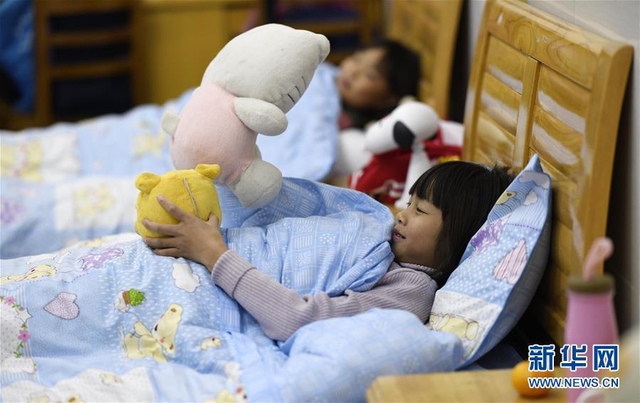 """(图片故事)(12)湘西大山深处:125个孩子一个""""家"""""""