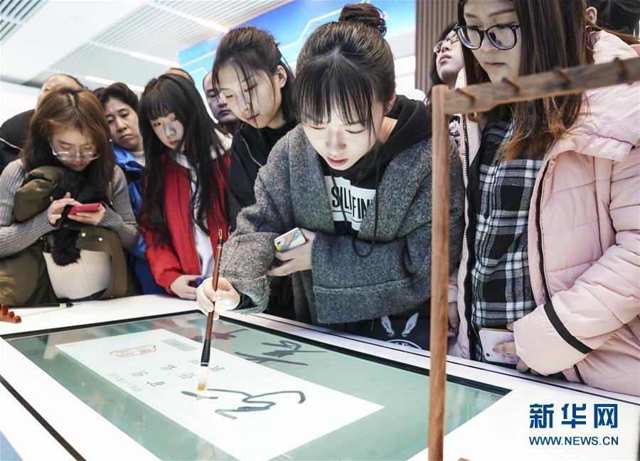 """(社会)(1)""""伟大的变革――庆祝改革开放40周年大型展览""""周末观众多"""