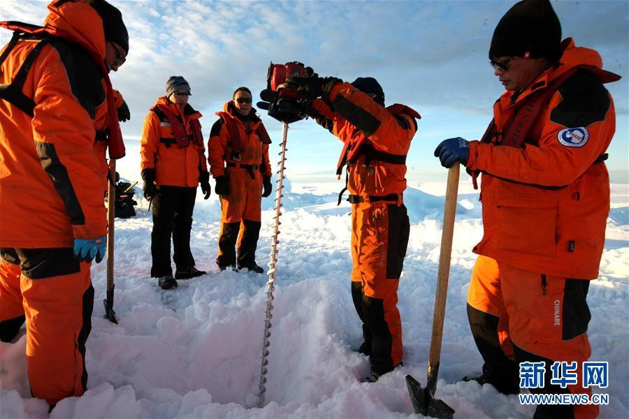"""(""""雪龙""""探南极・图文互动)(1)通讯:44公里探冰""""筑路""""记"""