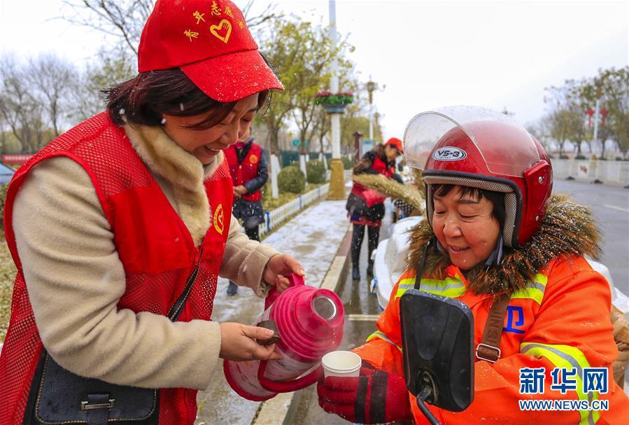 (社会)(1)国际志愿者日爱心在行动