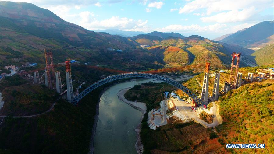 China builds railway arch bridge with world's longest span