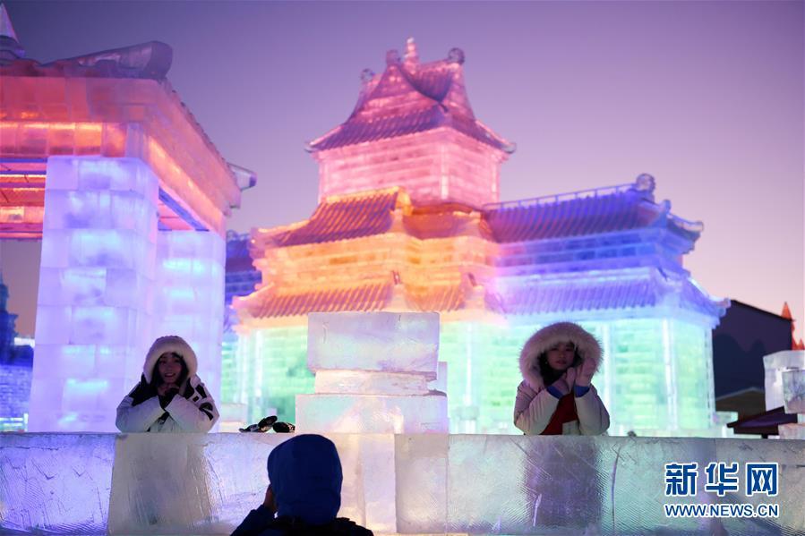 (社会)(2)第二十届哈尔滨冰雪大世界开园迎客