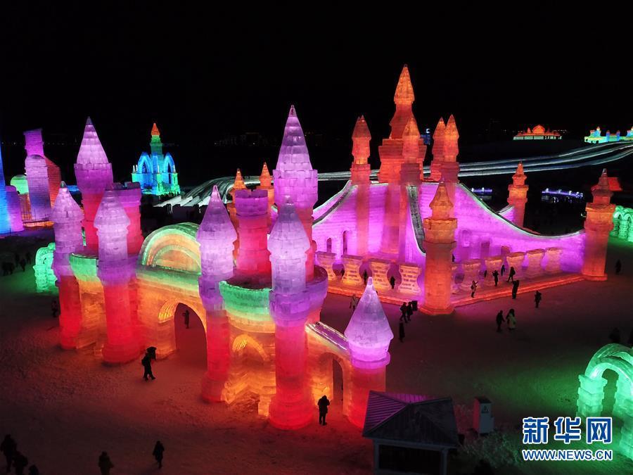 (社会)(4)第二十届哈尔滨冰雪大世界开园迎客