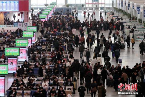 12月25日,西安北车站内人头攒动。<a target='_blank'  data-cke-saved-href='http://www.chinanews.com/' href='http://www.chinanews.com/'><p  align=