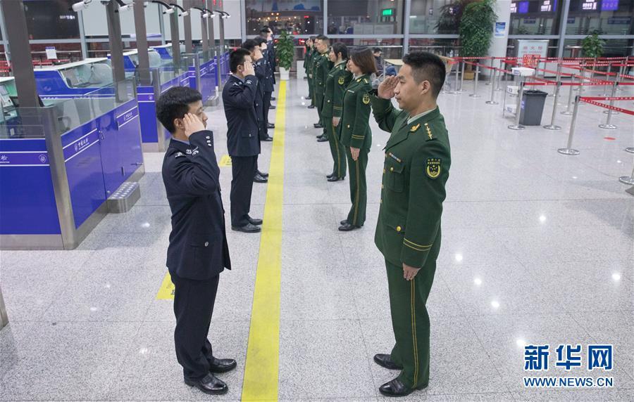 (社会)(7)全国出入境边检机关全员统一换装
