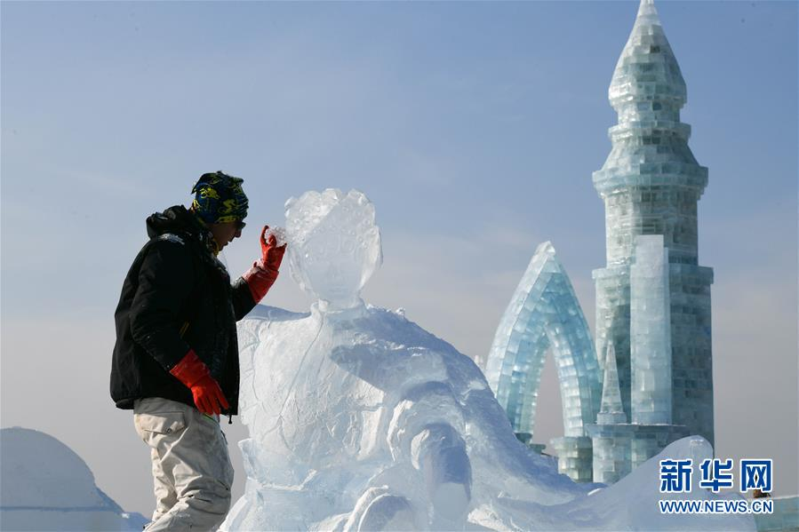 (社會)(1)第33屆哈爾濱國際冰雕比賽開鏟