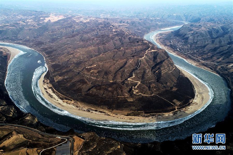 """(美丽中国)(1)""""银色巨龙""""――黄河临汾段现流凌景观"""