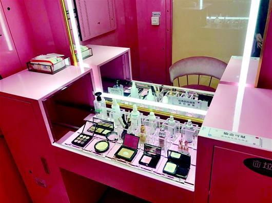 Shared makeup rooms have opened in several cities across China, including this one in the city of Wuhan in Hubei Province. [File Photo: Chutian Metropolis Daily]