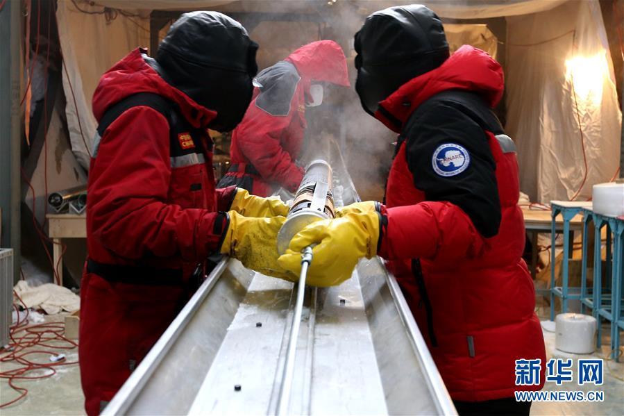 """(""""雪龍""""探南極·圖文互動)(4)通訊:南極冰蓋之巔深冰芯房探秘"""