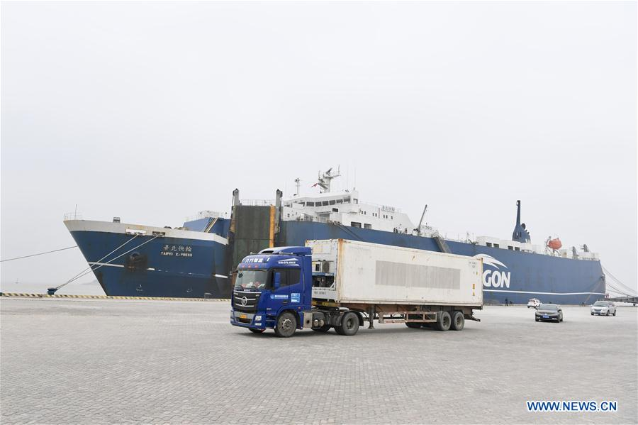 Freighter arrives at port in Pingtan after direct sea freight route opens between Kaohsiung, Pingtan