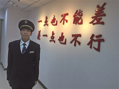 【中国梦·践行者】70后火车司机倪伟平:26年春节驾驶室度过