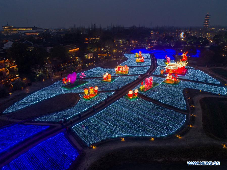 Local lantern festival held in Wuzhen, east China