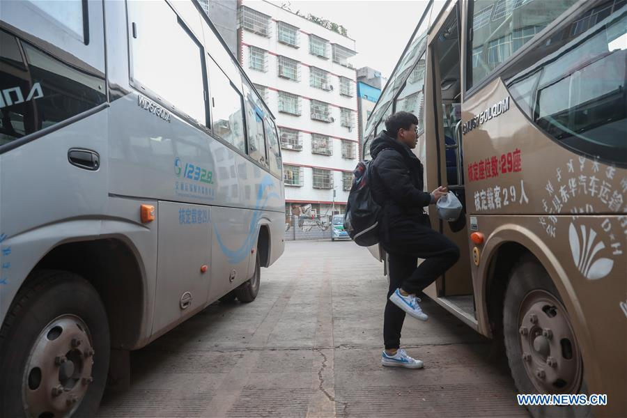 Pics story: long journey home for college student Yang Mengping