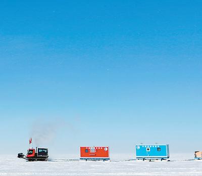 南极科考队员撤离冰盖高原