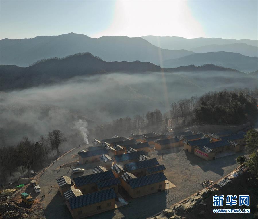 (新春走基層)(2)四川大涼山:彝族群眾熱熱鬧鬧搬新居