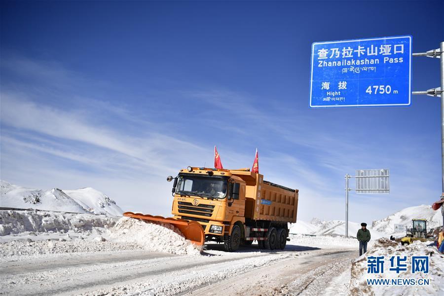 (社会)(1)青海玉树雪灾区全力保障道路通畅