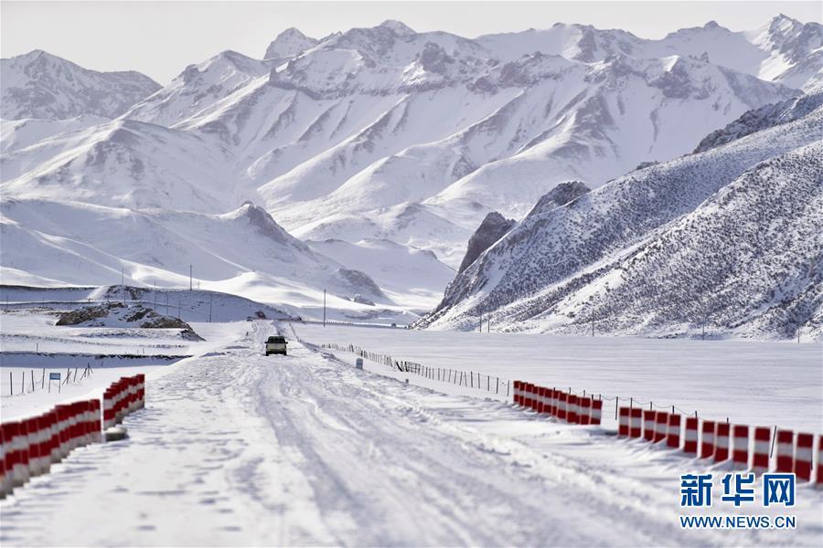 (社会)(3)青海玉树雪灾区全力保障道路通畅