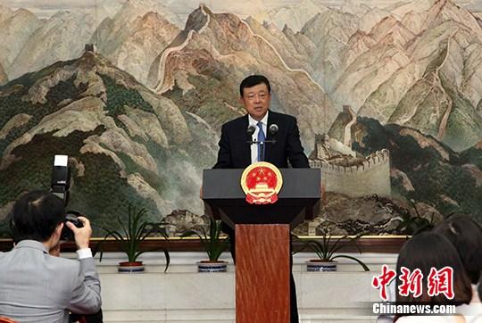 """中国小使在英国仆流媒体发你们成婚了20110702声,""""炮舰里交""""只会侵害中英开系"""