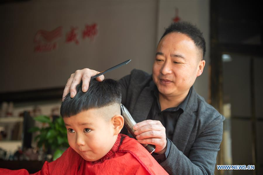 People Cut Hair To Mark 2nd Day Of 2nd Month On Chinese Lunar Calendar 2 People S Daily Online
