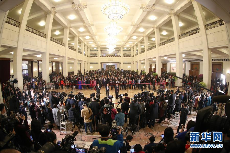 (新华全媒头条・两会特别报道・图文互动)(1)中国发展的明天一定更美好――从全国两会看奋进中国的发展信心