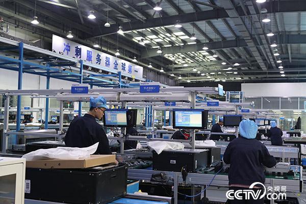 山东济南高新区的浪潮集团高端容错计算机生产基地,拥有中国第一条高端装备智能生产线。