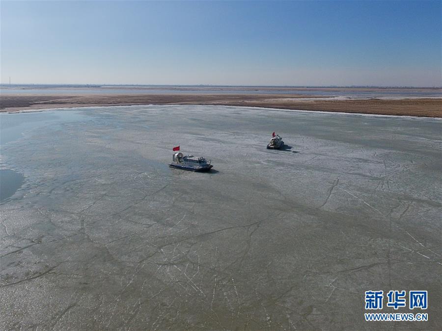 (新华网)(1)内蒙古举行黄河防凌破冰综合演练