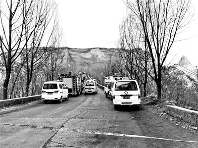 临汾山体滑坡600人通宵救援