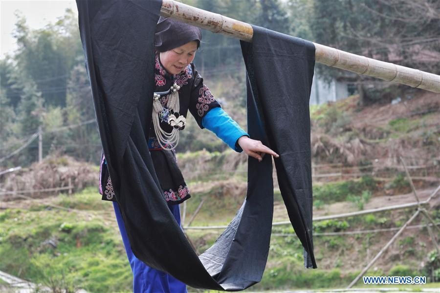 Guizhou promotes embroidery of Dong ethnic group to help people get out of poverty