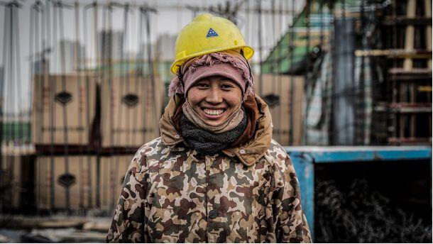 彩与灰:农民工笑对人生掠影