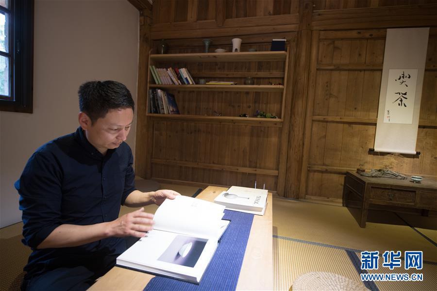 (图片故事)(9)探索古法烧制的青瓷艺人