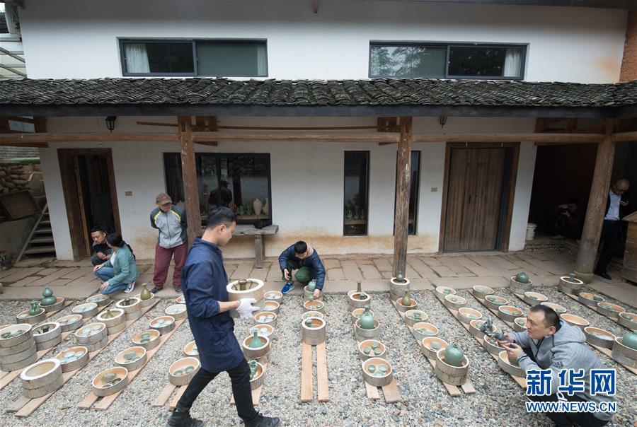 (图片故事)(6)探索古法烧制的青瓷艺人