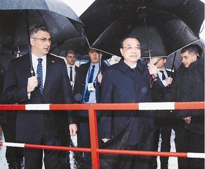 李克强和克罗地亚总理普连科维奇共同考察佩列沙茨大桥项目