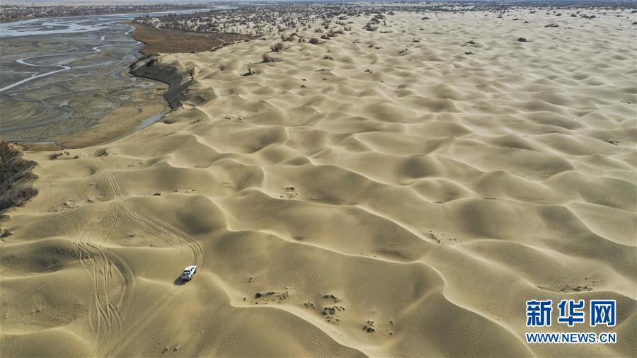 """(新华全媒头条・图文互动)(1)一步千年,""""最后的沙漠部落""""迁入新家园"""