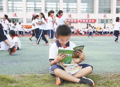 """这里有群""""读书等身""""的孩子(解码・书香中国)"""