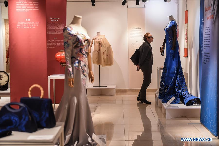 Chinese silk fashion exhibition held in Russia's Moscow