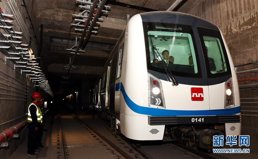 """(社会)(1)西安地铁一号线二期开始列车""""带电试跑"""""""
