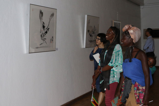 Visitors enjoy the art works displayed at the Second Belt and Road Afro-Sino Art Exhibition. The exhibition is launched the National Gallery of Zimbabwe on Monday, April 29, 2019. [Photo: China Plus/Gao Junya]