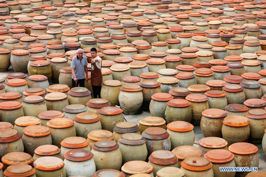 Post-90s inheritor makes quality soy sauce with good sales in SE China's Fujian