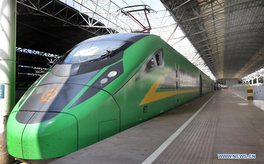 Two more CR200J bullet trains assigned to Shanghai train depot to cope with travel rush